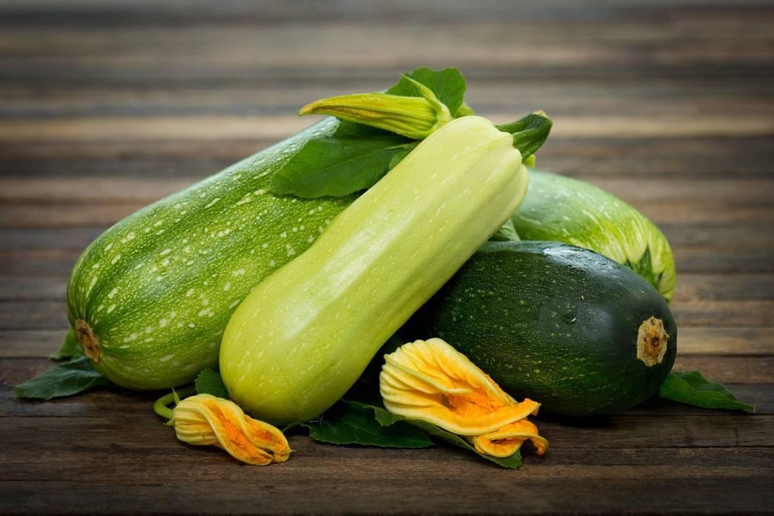 Кабачок – нежный питательный и такой витаминный − сколько икры можно приготовить из самого большого в мире кабачка?