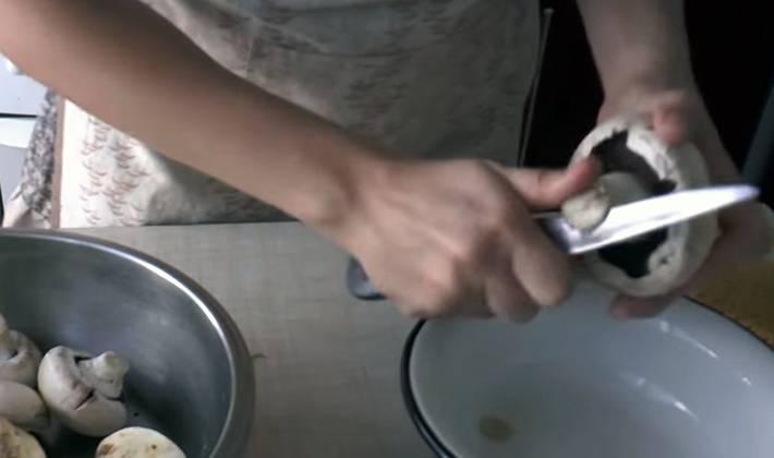 Как правильно чистить шампиньоны
