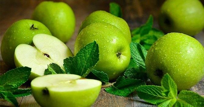 Сколько калорий в яблоке: таблица калорийности всех видов с бжу в 100 граммах и 1 штуке