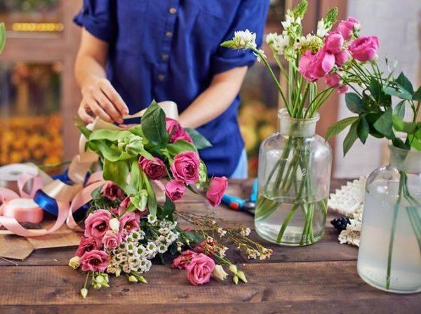 Как сохранить срезанные розы в вазе дольше всего