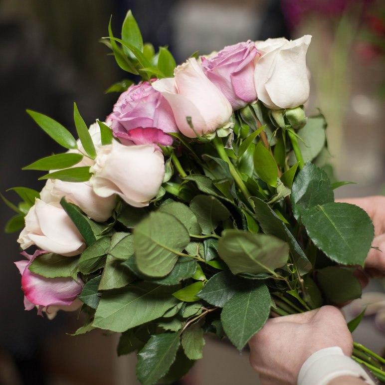 Как сохранить срезанные розы в вазе надолго красивыми домашних условиях
