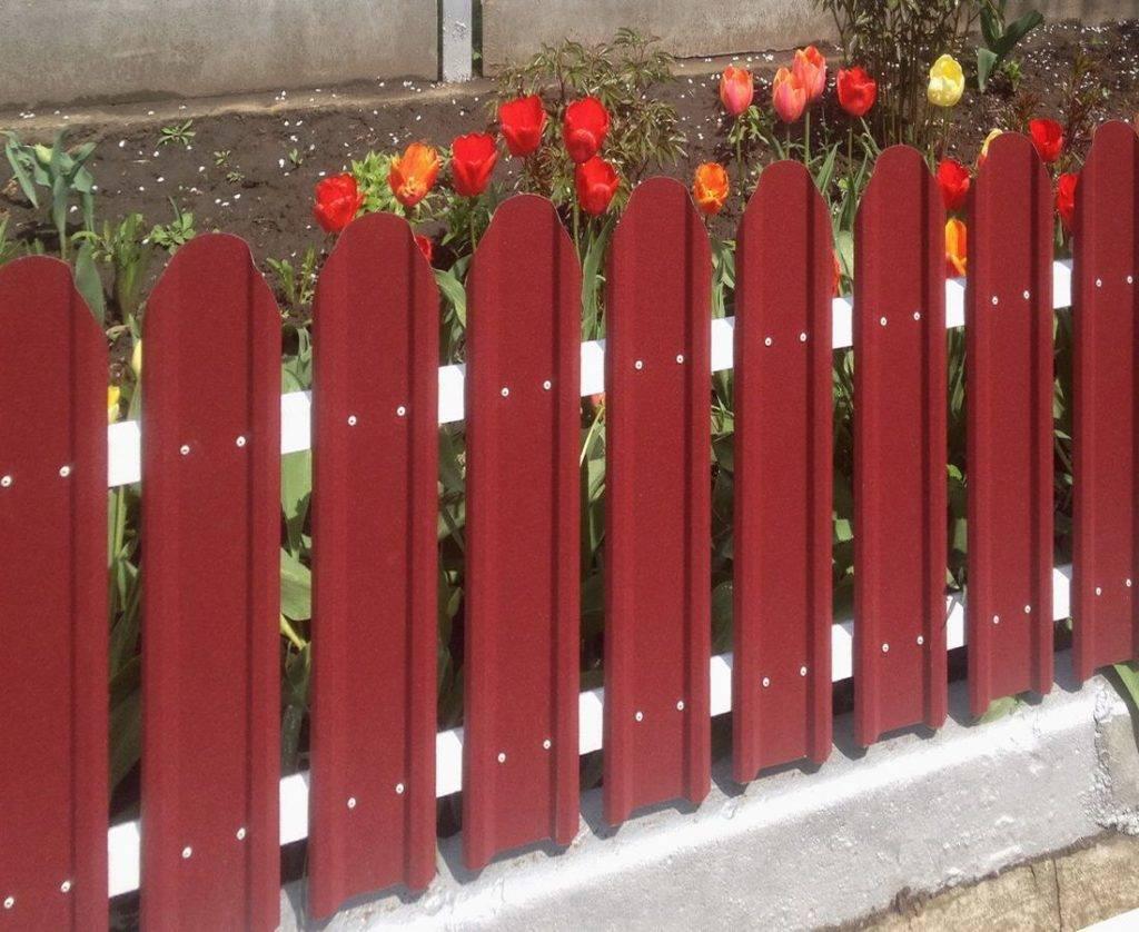Ограждения для грядок своими руками — как сделать забор для палисадника, цветника или огорода, пошаговые инструкции с фото