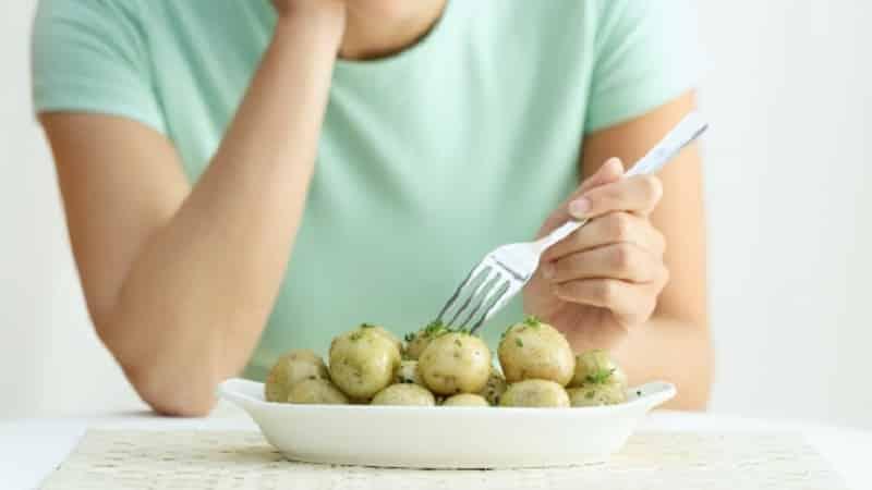 Можно ли есть сырой картофель: польза и вред для здоровья