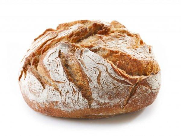 Хлеб в рационе кур-несушек: польза или вред