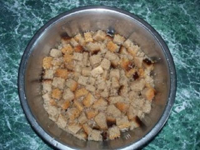 Какими народными средствами подкормить огурцы: дрожжи, зола, хлеб, помет