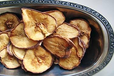 Сушеные яблоки, польза и вред для организма, как засушить дома