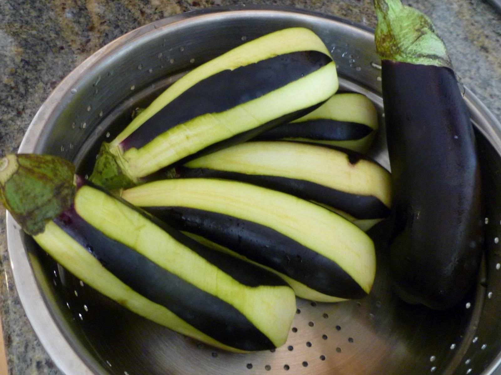 Как правильно чистить баклажаны перед готовкой