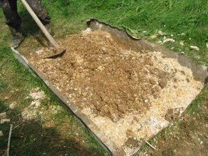 «дедовские» лайфхаки: опилки для огорода как использовать весной и осенью