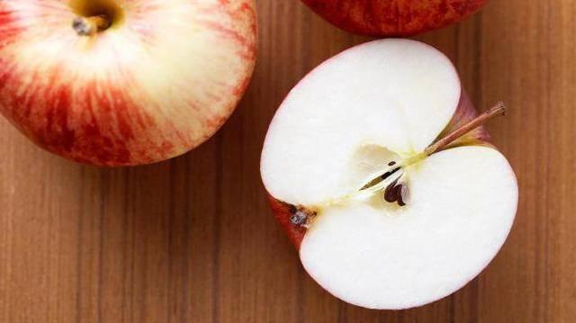 Какое количество углеводов содержит яблоко