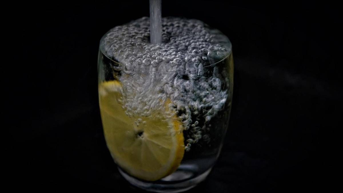 Вода с лимоном для похудения: рецепт, польза и противопоказания