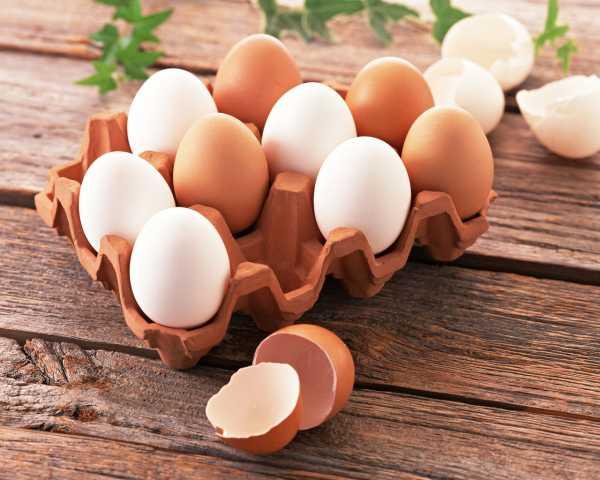 Сколько весят куриные яйца, и что влияет на их вес?