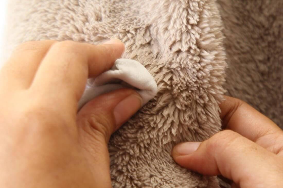 Как почистить овечью шкуру в домашних условиях от грязи и неприятного запаха