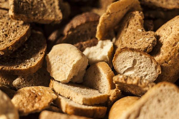 Подкормка из хлеба для огурцов и помидоров: как приготовить и использовать, отзывы