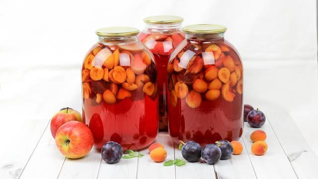 Компот из абрикосов и слив на зиму - 8 пошаговых фото в рецепте