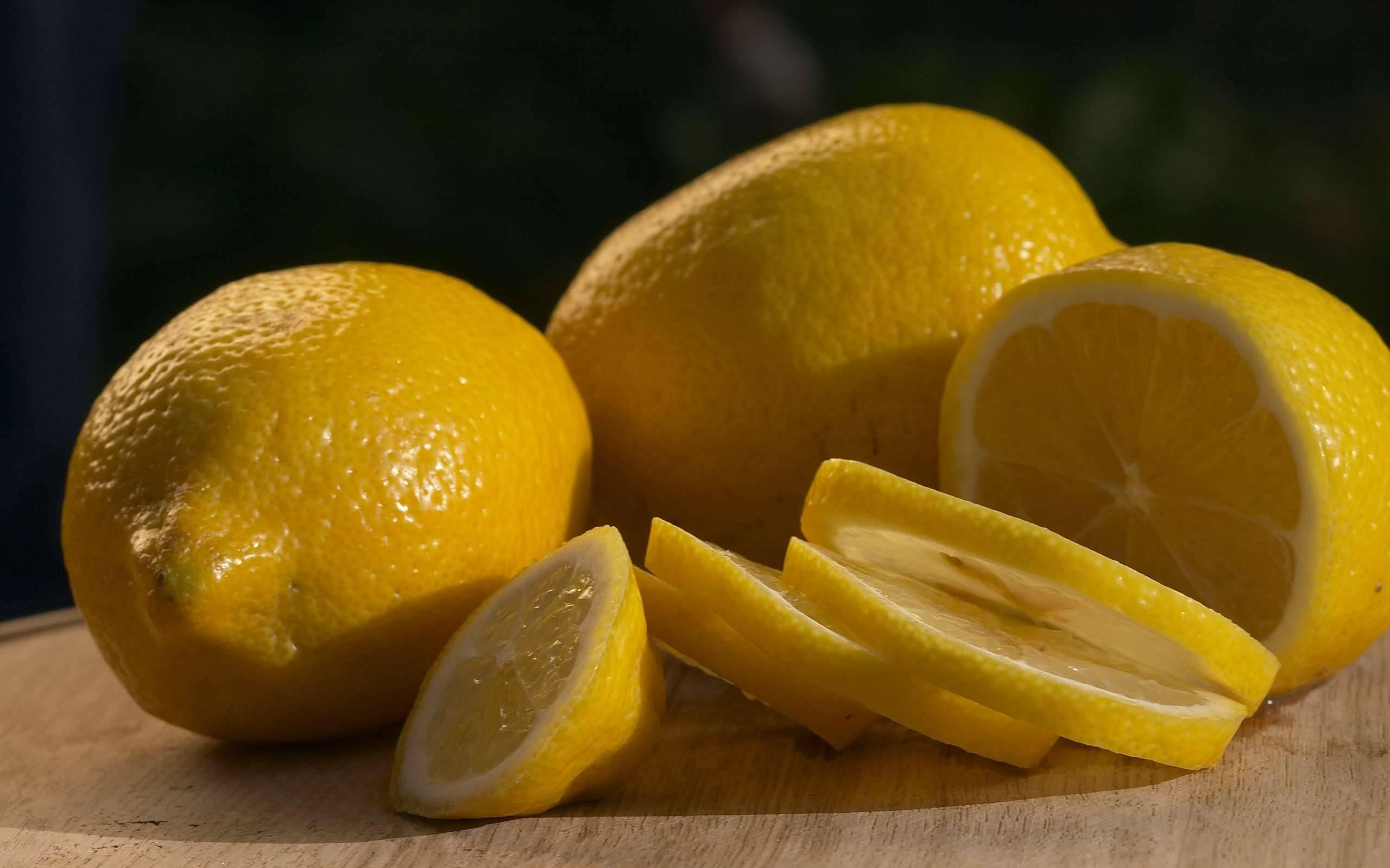 Почему лимон кислый