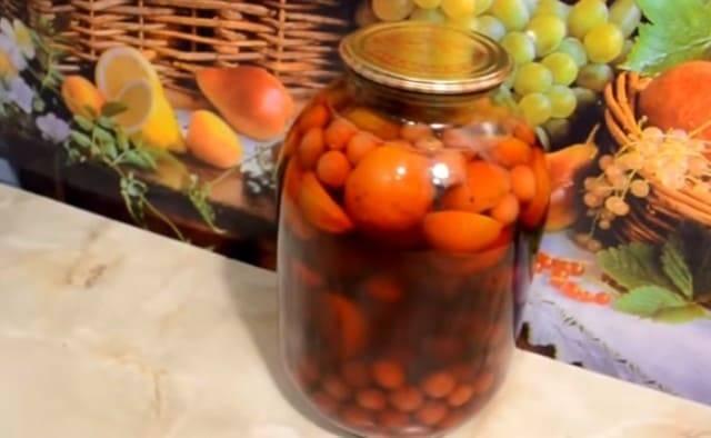 Компот из свежих абрикосов или слив