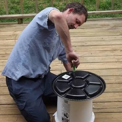 Как сделать кормушки для уток: пошаговая инструкция