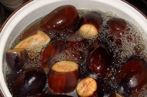 Чтобы баклажаны не горчили: как убрать горечь перед приготовлением овоща и можно ли есть горькие плоды, почему они бывают горькими