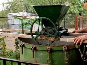Как сделать давилку для винограда своими руками - умный дачник