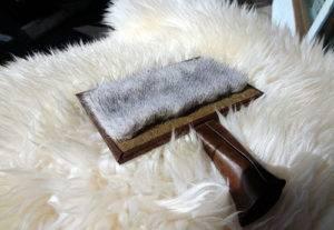 Как постирать шкуру из овчины, чтобы не испортить ее и вернуть уютный вид?