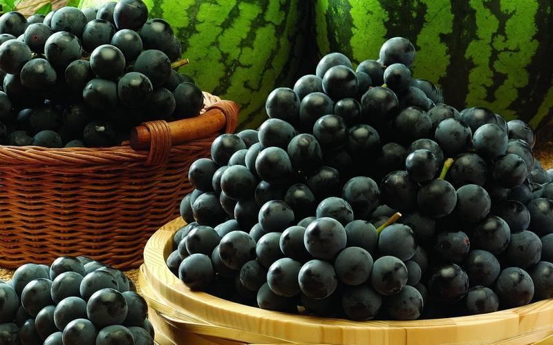 Сколько калорий в винограде в зеленом, черном, белом и красном :: syl.ru