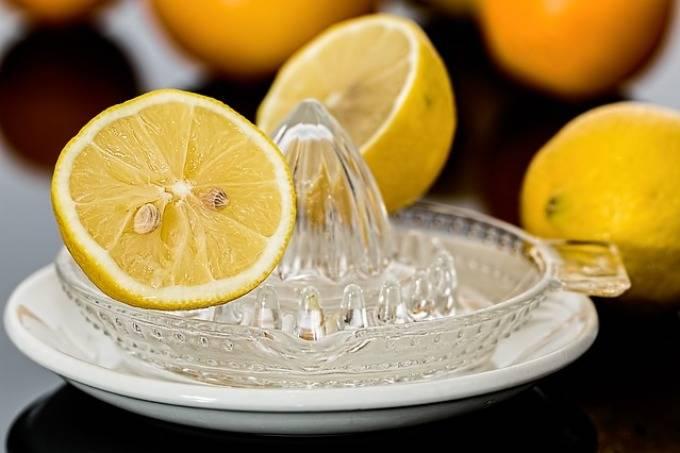 Как очистить кишечник простой солью с водой