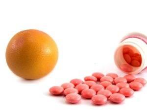 Минералка, грейпфрут и не только: с чем нельзя сочетать таблетки - новости yellmed.ru