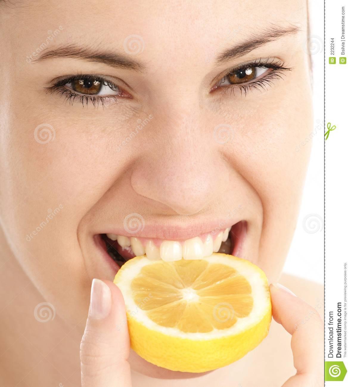 Для чего и можно ли пить лимонную кислоту с водой?