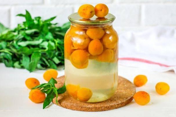 Компот из абрикосов и яблок (заготовка на зиму)