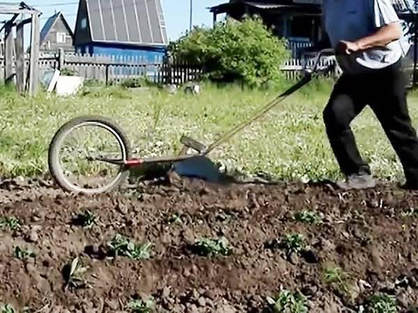 Как сделать окучник для картофеля своими руками: виды, чертежи, фото