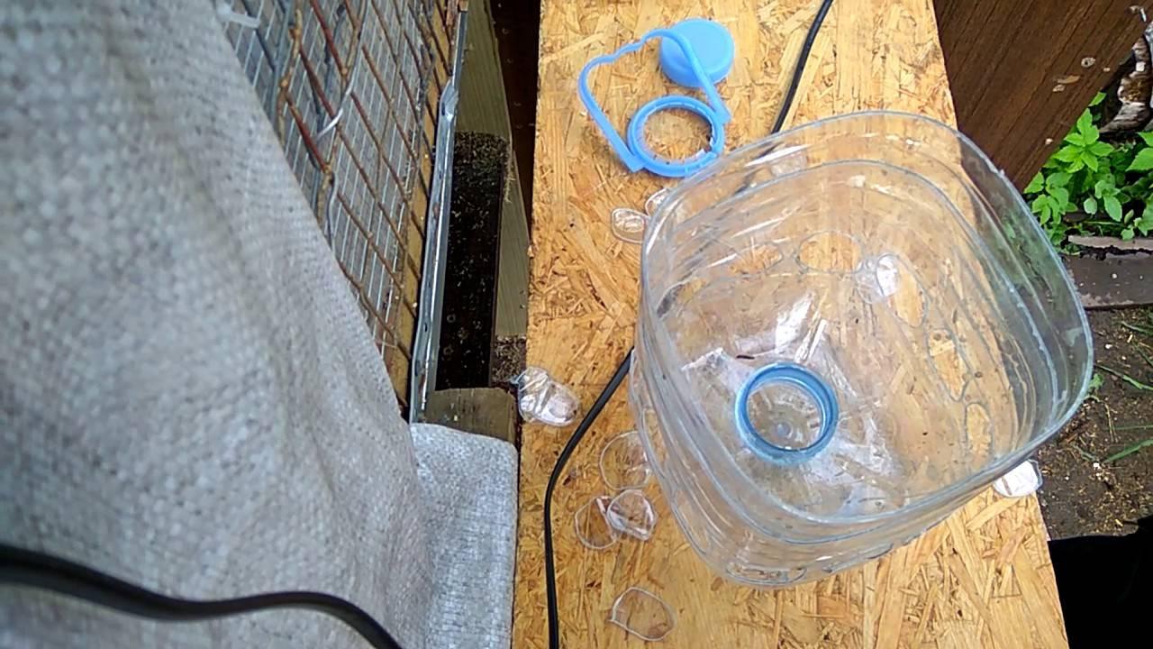 Как сделать простую бункерную кормушку для перепелов за час.