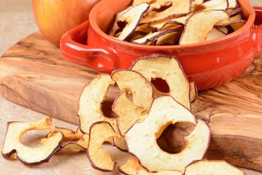 Компот из сушеных яблок: чем полезен и как его приготовить?