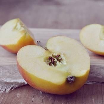 Можно ли есть косточки яблок, что содержится в семенах