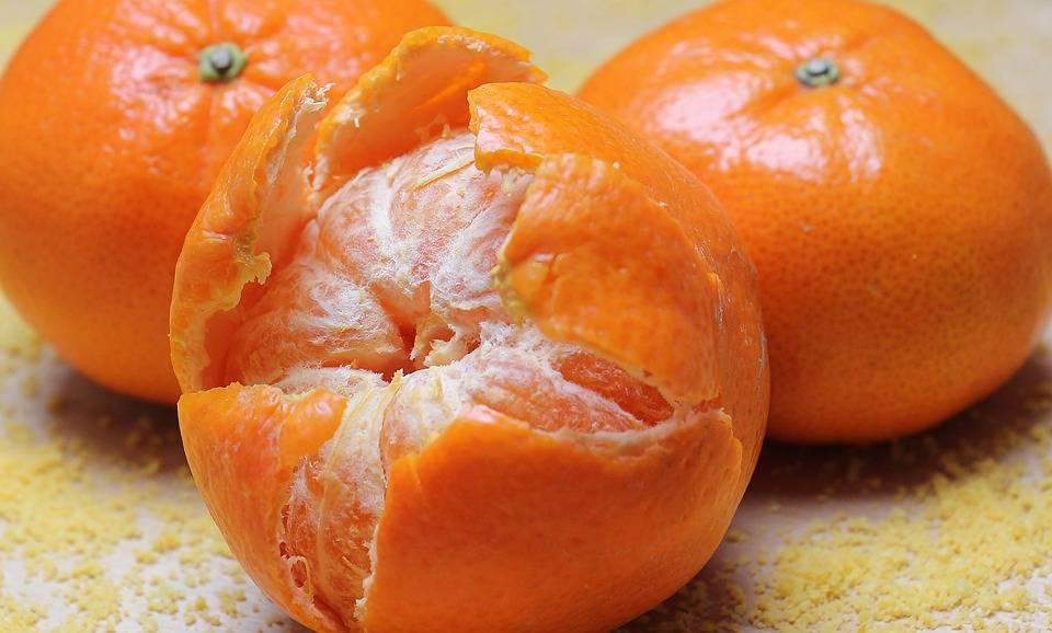 Упругие, яркие, ровные: как выбрать вкусные мандарины на новый год?