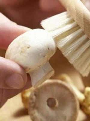 Как чистить шампиньоны - легкий профессиональный метод