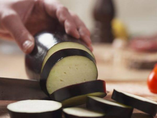 Нужно ли солить баклажаны перед жаркой. нужно ли солить баклажаны при готовке? | здоровое питание