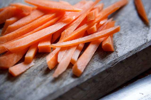 Как сушить морковь в духовке, сохраняя витамины: нужно ли и как это сделать в домашних условиях и в электросушилке, а также как хранить? selo.guru — интернет портал о сельском хозяйстве