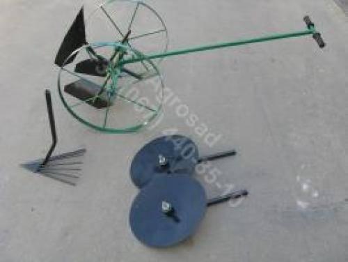 Окучивание картофеля: дисковым окучником, ручным плугом, мотокультиватором, а также как сделать инструмент своими силами и чем удобнее работать? русский фермер