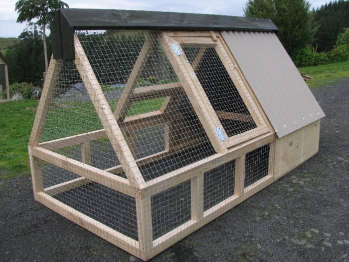 Вольеры для кур и цыплят своими руками, преимущества, планировка и оснащение