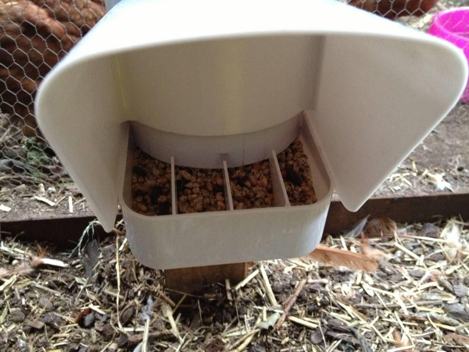 Кормушка для кур (51 фото): как сделать кормушку из подручных материалов для цыплят своими руками? оригинальные идеи