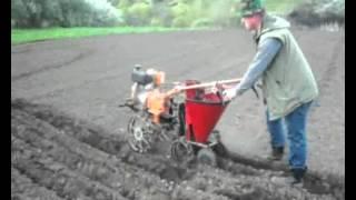 Картофелесажалка для мотоблока: посадка картофеля, своими руками, окучником, двухрядным, чертеж, видео, как отрегулировать