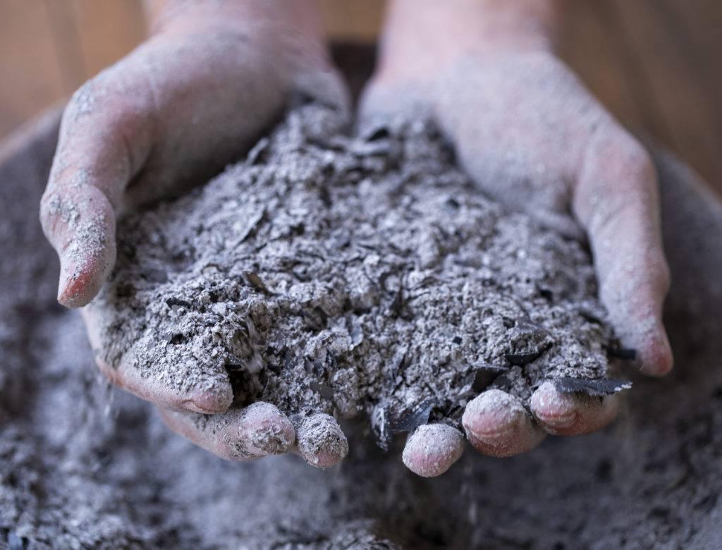 Угольная зола как удобрение – правила использования, нормы