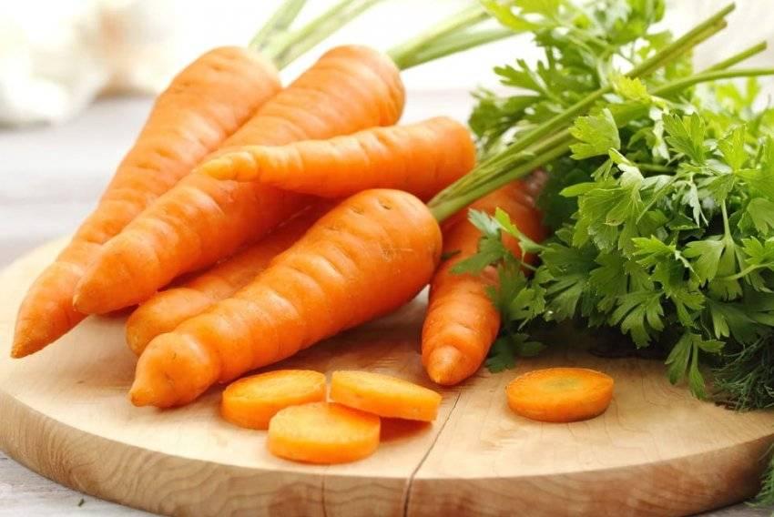 Можно ли кушать свежую морковку при беременности, пить из нее сок, кушать вторые блюда с термически обработанным овощем и в чем польза оранжевого овоща